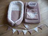 @ellebelbabynestjes oud roze licht wafel met veertjes babyuitzet