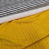 ongelijke strepen katoen tricot met gele kabel tricot en spierwitte katoenen teddy