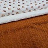 regenboog digitale poplin katoen tricot met cognac kabel tricot en spierwitte katoenen teddy