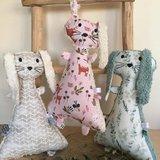 @leukefrutsels knuffelkonijnen van teddy katoen - geolijnen kiezel - roze bosdiertjes - eucalyptustakjes katoentjes