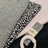 tricot en biasband pantertje, biologisch katoenen velvet luipaardprint, brede rib tricot alle 3 in oud roze licht-poeder met zw