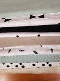 vintage groene hydrofiel - bio fleece taupe - veertjes & ongelijke nop katoen - zwarte wafel - strikken wit zwrt - vintage