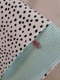 babydeken mint wafel met painted dots tricot jursie
