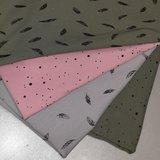 roze en army confetti veertje army en grijs