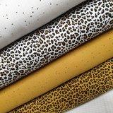 hydrofiel gouden studs en luipaard oker en wit