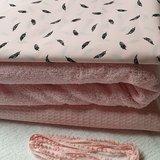 BEEBS veertjes katoen licht roze wafle en licht roze badstof pompomband