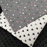 grijs wit roze triangel met hartjes tricot en zwarte minky -