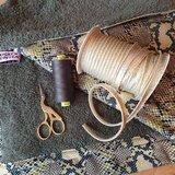 wikkeldoek gemaakt van army badstof slangen tricot gouden piping en army garen gutermann (1)