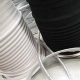 wit en zwarte piping naast lurex zilver paspelband