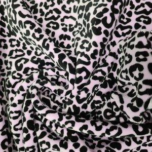 poeder roze (licht) zwart panter print biologisch katoenen velvet